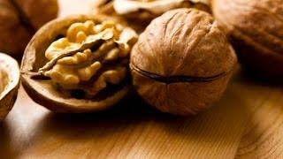 What Makes a Walnut a Superfood? | Superfoods Guide